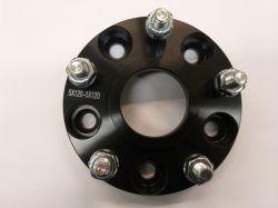 Adapteri Musta (levikepala) 25mm 5x4,5''/5x4,5'' = 5x114,3mm/5x114,3mm